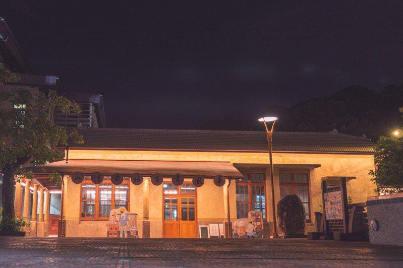 新北市樹林山佳火車站改造再出發,日夜都有不同的景致魅力,卻常被乘客忽略。記者施鴻基/攝影