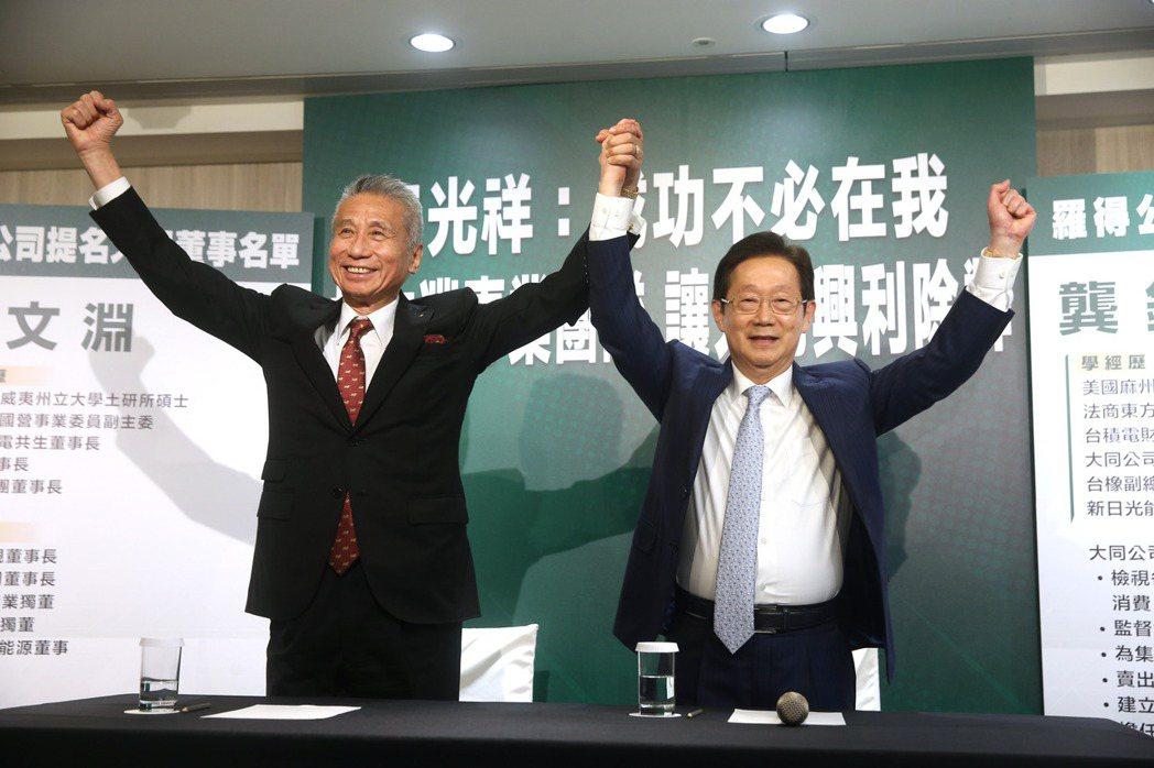 大同市場派代表昨天舉行記者會,王光祥(左)推舉林文淵(右)競逐大同董事並擔任董事...