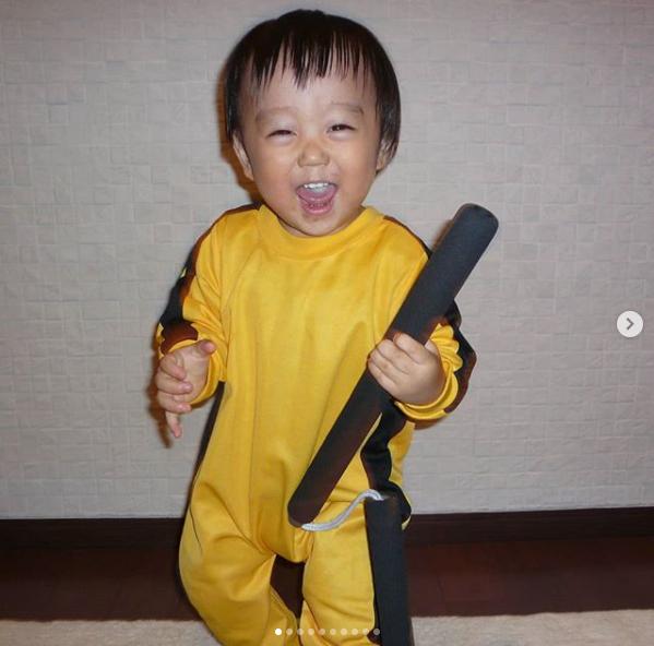竜惺3歲時因模仿李小龍爆紅,模樣可愛吸引大批粉絲,被網友封為「迷你版李小龍」。圖擷自IG @ryusei416japan