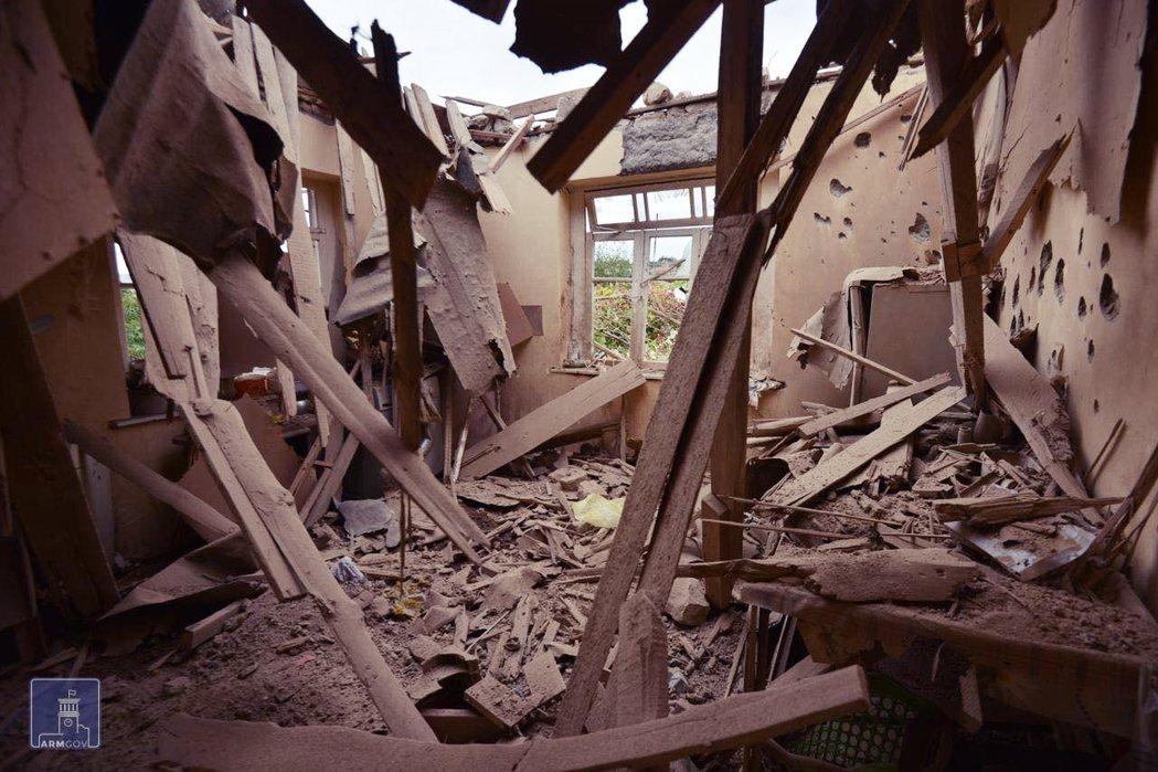 納卡地區民宅遭毀。 圖/亞美尼亞外交部