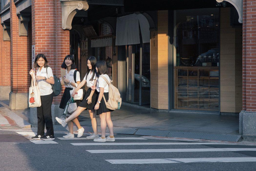 對四名同學來說,大稻埕過去只是年輕人的文青散步聖地,現在卻成為她們人生第一次撰寫...