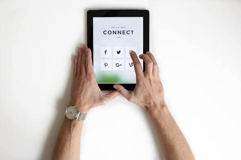 自由工作者在網路通暢的今日,無論你想累積作品或推出服務都有更多可能性,以下重點介...