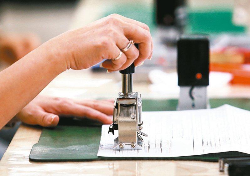 依所得稅法第69條第3款規定,獨資、合夥組織之營利事業不適用同法第67條及第68條之暫繳申報規定,免辦理暫繳申報。報系資料照片