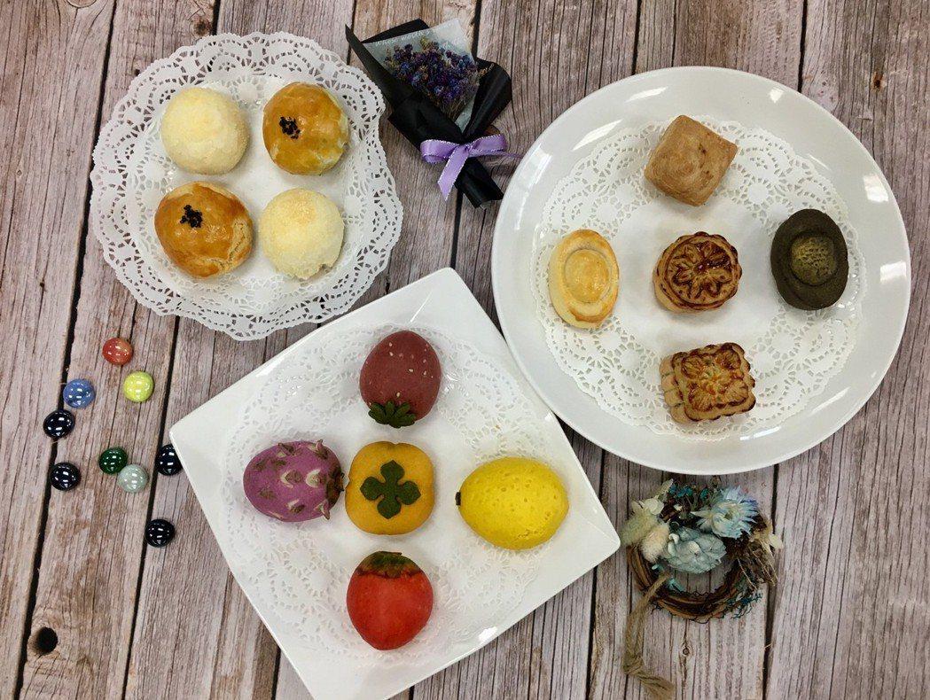 共推出三款月餅,分別為經典款、水果口味及製成元寶圖像的月餅。東方/提供。