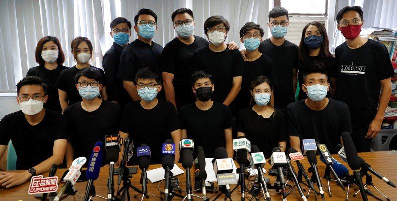 香港泛民主派立法會議員「齊上齊落」破功,有3人拒絕延任。(路透資料照片)