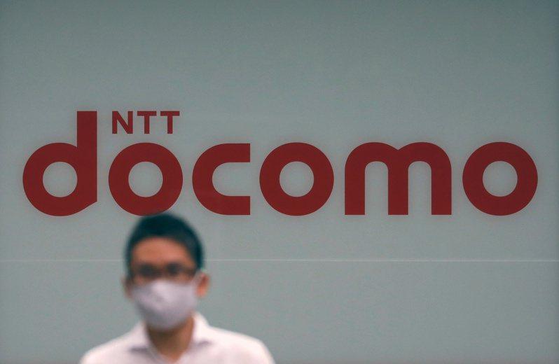 日本電信電話集團NTT今天宣布,以4.25兆日圓收購日本最大行動通訊公司NTT DOCOMO全部股權,納為NTT完全子公司;收購價較市價溢價4成,為日本國內企業最大公開收購案。 路透社