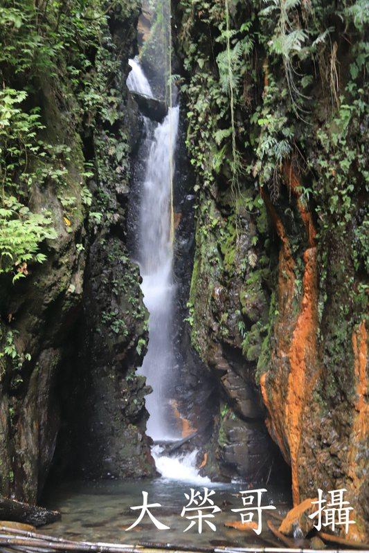 21.摩摩納爾瀑布