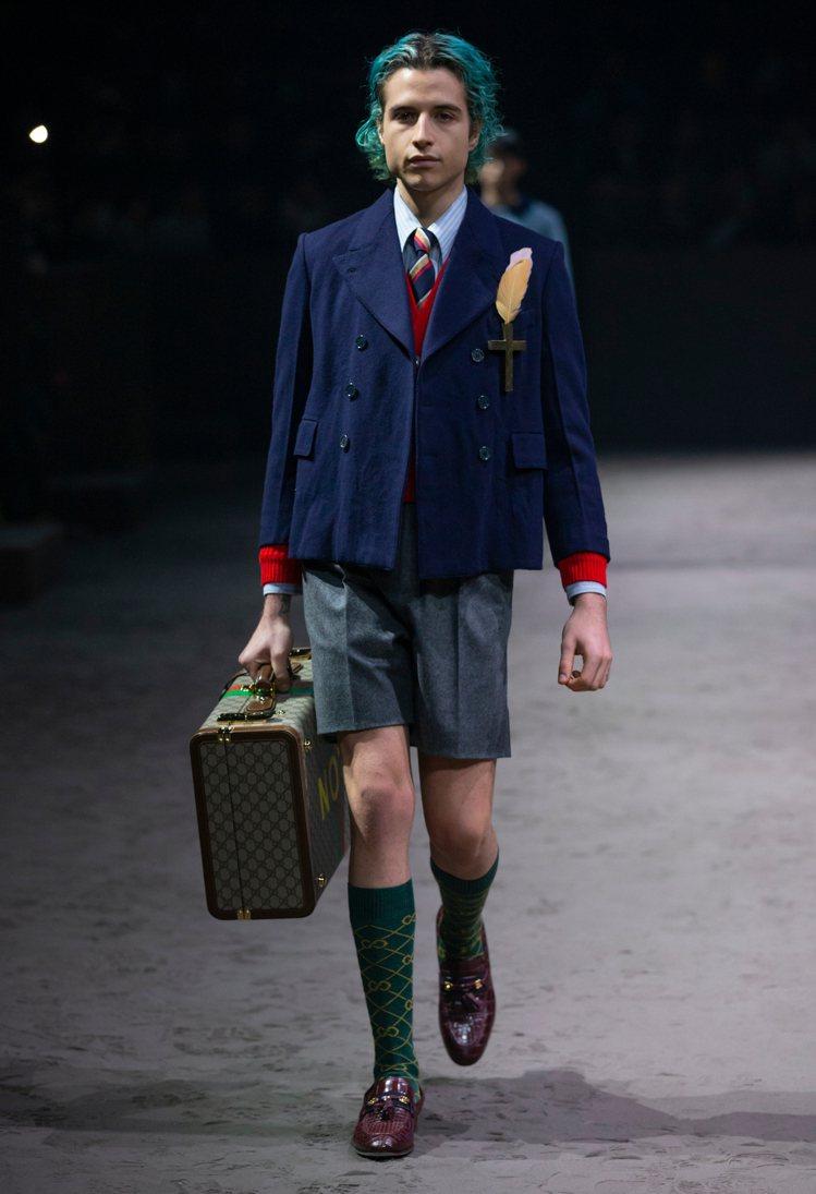 GUCCI今年秋冬系列也有許多新款西裝以及帶來更高調搶眼的層次穿搭方式,讓男裝造...