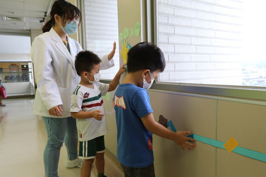 亞洲大學附屬醫院復健部為這類有感覺統合障礙的小朋友,依個人需要製定「感覺餐(Se...