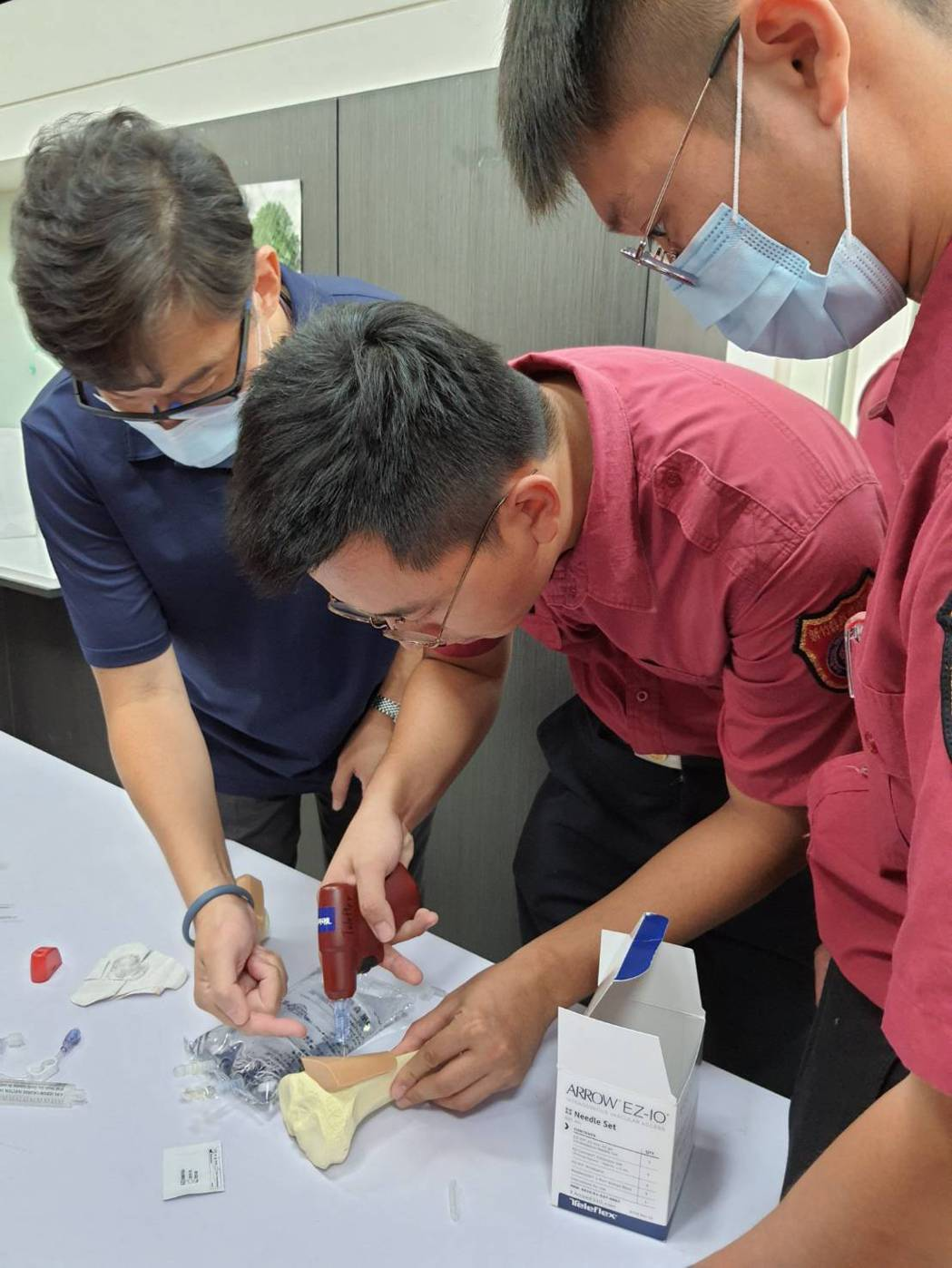 骨針對到院前的救護技術人員而言,有操作容易、成功率高等優點,根據統計,骨針在練習...