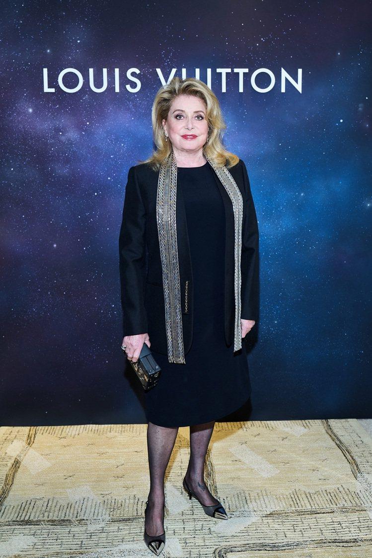 法國女星凱撒琳丹尼芙出席路易威登Stellar Times高級珠寶晚宴。圖/路易...