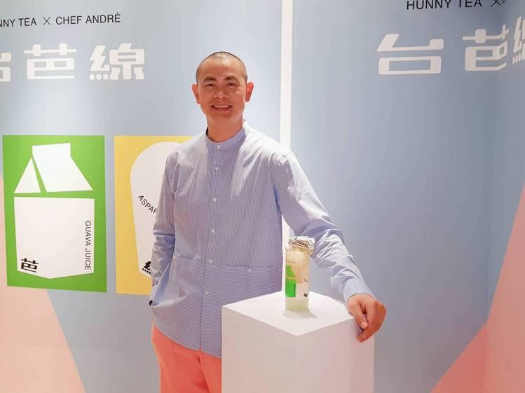 江振誠與好喜堂合作,推出「台芭線」特製飲品。記者陳睿中/攝影