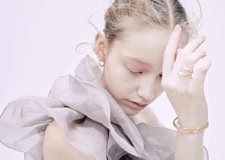 時尚輕珠寶品牌ARTISMI隆重推出2020年度秋冬新品,以宇宙為靈感發想,推出...