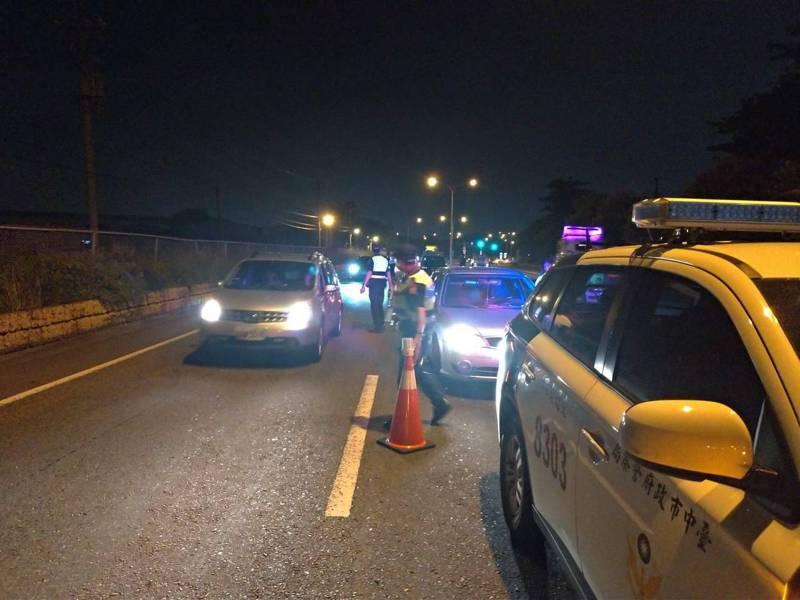中秋連假將至,台中市警局已規劃好取締酒駕專案,並機動式調整路段,執行封閉式路檢。圖/台中市警局交通大隊提供