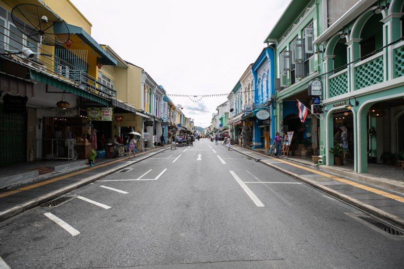 泰國下周開放國際旅客入境,旅遊勝地普吉島為首個試點,圖為9月13日當地街頭空蕩蕩的景象。新華社