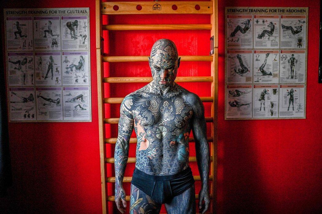 法國巴黎郊區帕萊索的莫雷爾博士小學教師海萊恩,用三年半時間,將身體、臉龐與舌頭都...