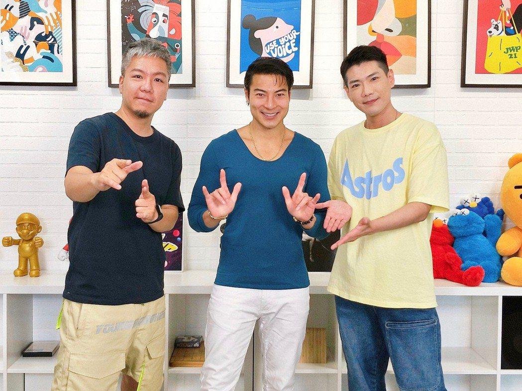 阿甘(左起)、唐嘉壕和小路在民視節目「娛樂超skr」。圖/民事提供