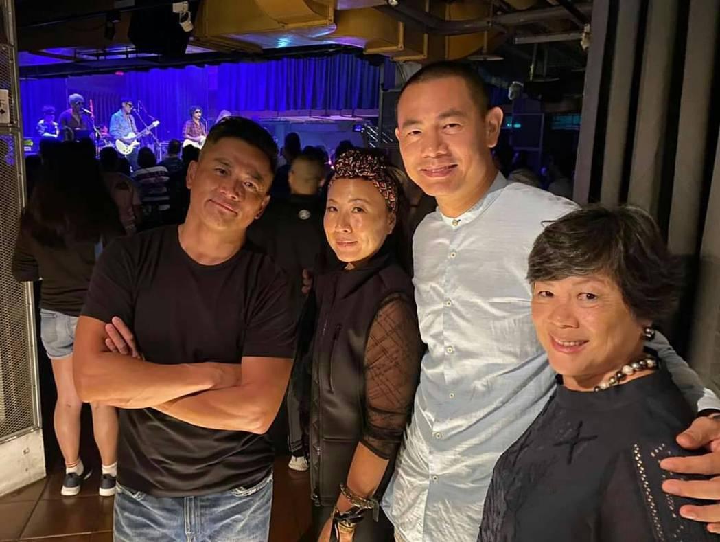 江宏恩名廚弟弟江振誠(右2)到場替胞兄加油。圖/獨一無二娛樂文化提供