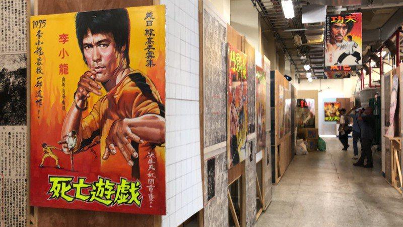 畫師張玉村提供上百幅作品給嘉義文創產業園區,在10月1日到明年2月28日辦展。記者李承穎/攝影