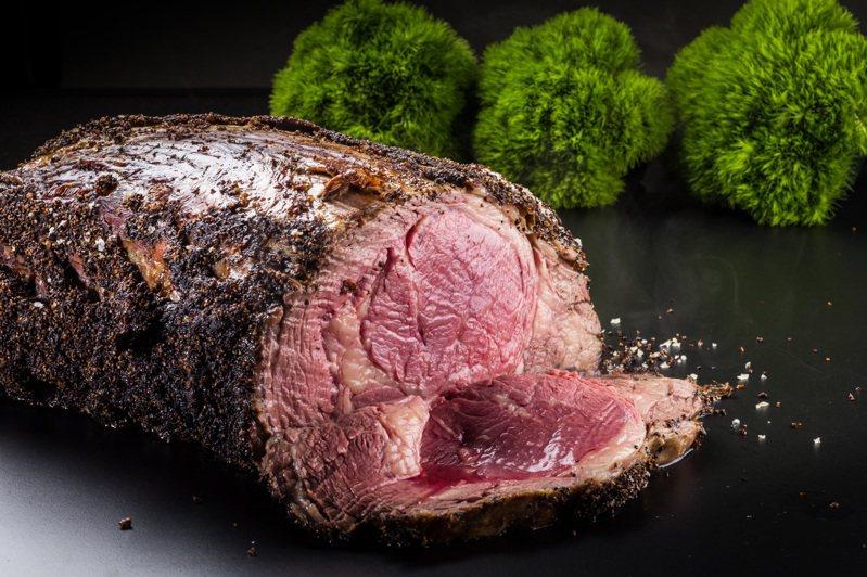 晶華酒店於azie餐廳推出爐烤肋眼牛吃到飽的限時套餐方案。圖/晶華酒店提供