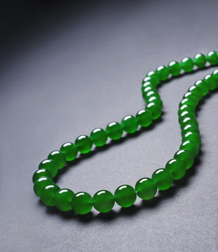 天然 「帝王綠」翡翠珠寶鑽石項鍊,估價待詢。圖/蘇富比提供