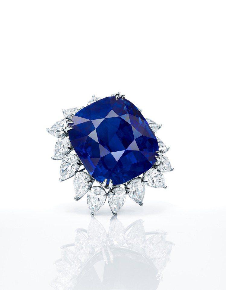 蘇富比本季推出一枚重118.88克拉天然未經加熱「緬甸皇家藍」藍寶石鑽戒,估價待...