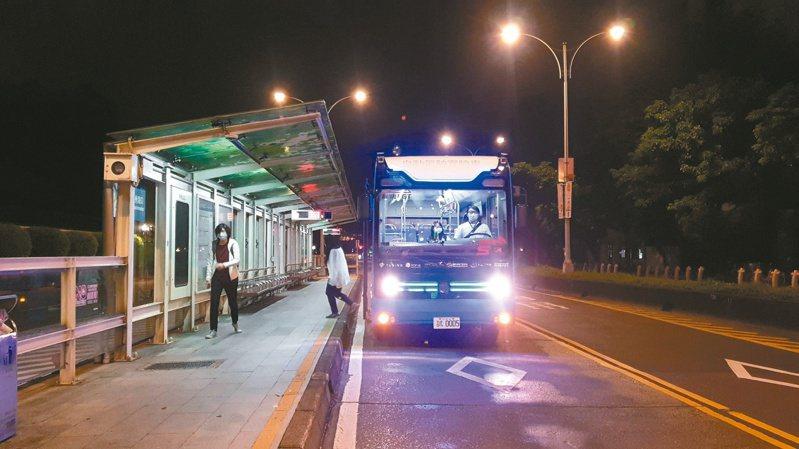 北市5G自駕巴士上路,今天將開放民眾試搭乘。記者胡瑞玲/攝影