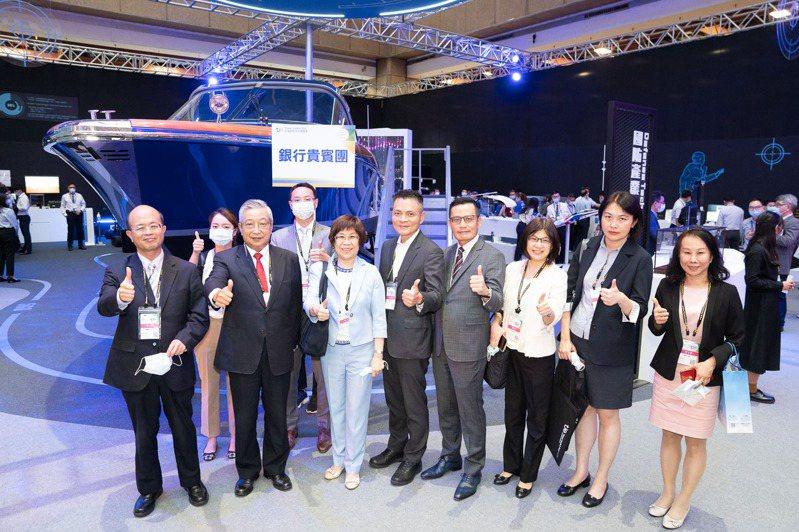 國內多家金融行庫高層主管參訪台灣創新技術博覽會,對國內科技產業研發能量與商品化程度給予高度肯定。工研院/提供