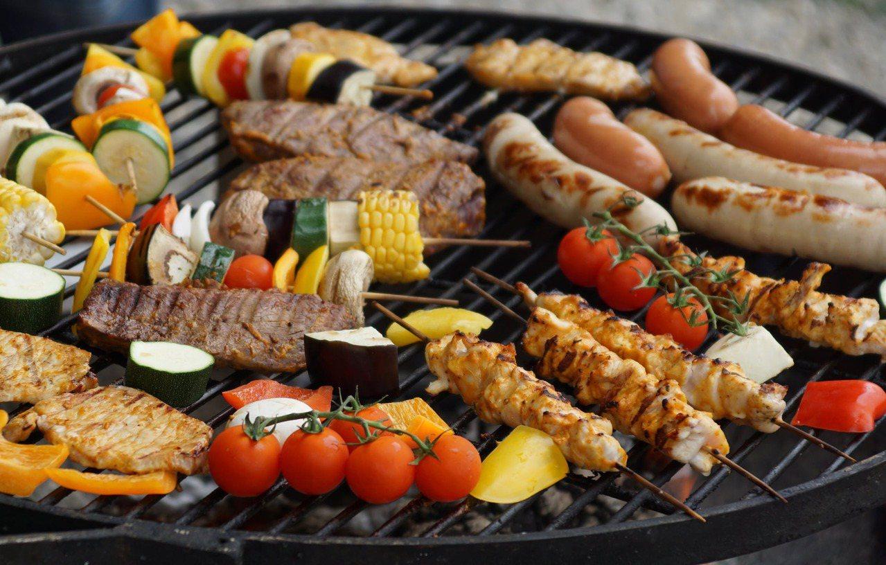 烤肉需要選擇正確的食材,才不會造成身體的負擔。 圖/pexels