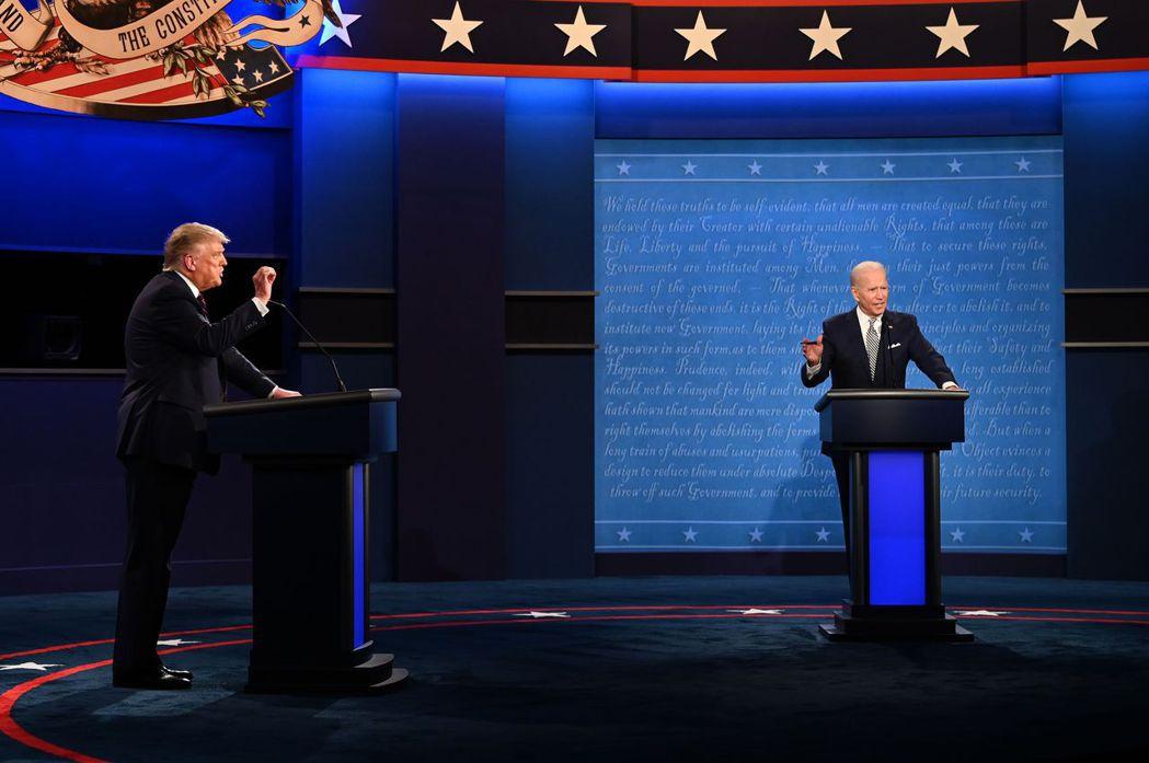 美國總統川普與民主黨對手拜登辯論。 法新社