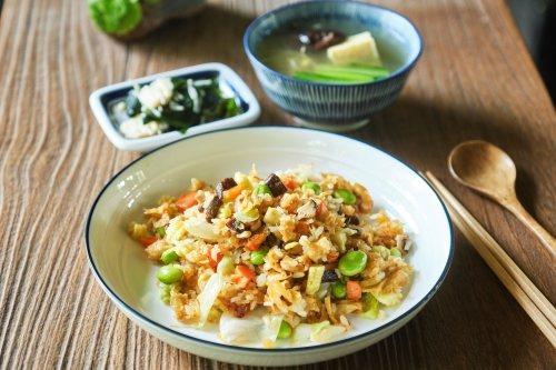 午餐則可用早餐吃剩下的米飯類,加上多樣季節時蔬 圖/里仁 提供