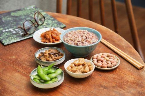 早餐是一天活力的來源,澱粉類主食可保護腸胃,占很重要的地位。 圖/里仁 提供