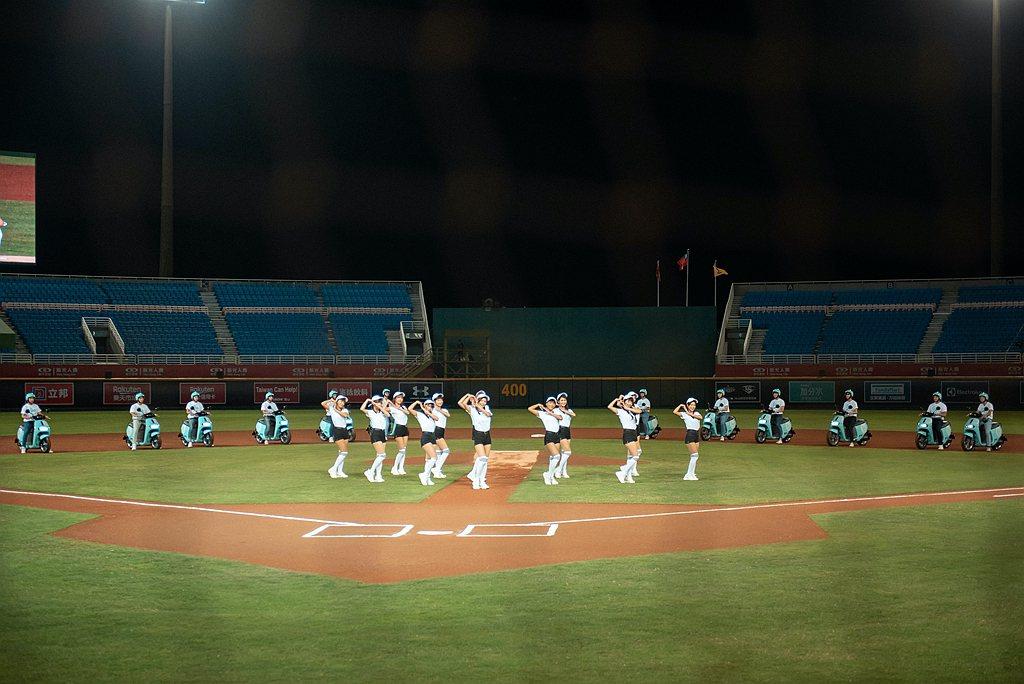 Rakuten Girlsx12台GoShare車隊,顏值x放電亮眼登場,更由G...