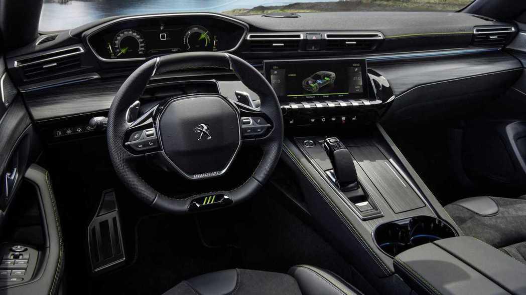 Peugeot家族的i-cockpit座艙就算運動化也依然十分前衛。 摘自Peu...