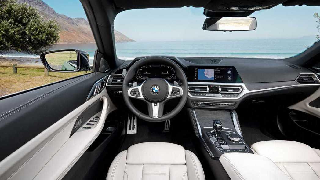新世代BMW 4 Series Convertible (G23) 內裝。 摘自...