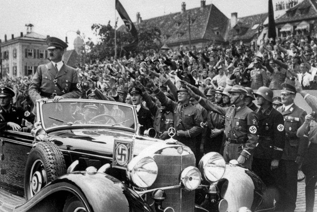 一九三三年希特勒掌權後,德意志銀行轉型為納粹黨軍事機器的融資來源。 圖/法新社