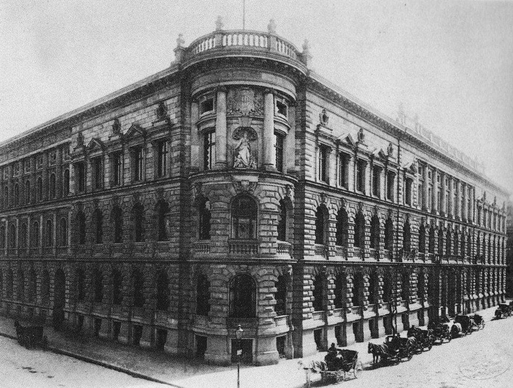 1900年前後,德意志銀行的柏林總部。 圖/維基共享