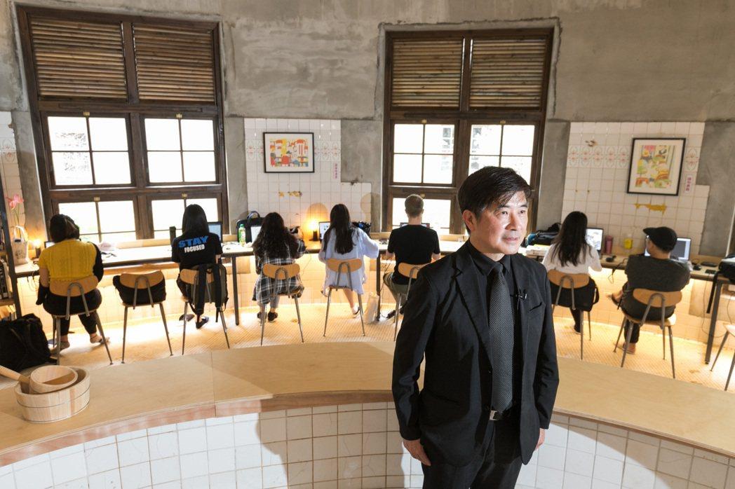 是設計人也是美學志工,張基義也努力培養會欣賞美學的消費者。記者 陳立凱/攝影