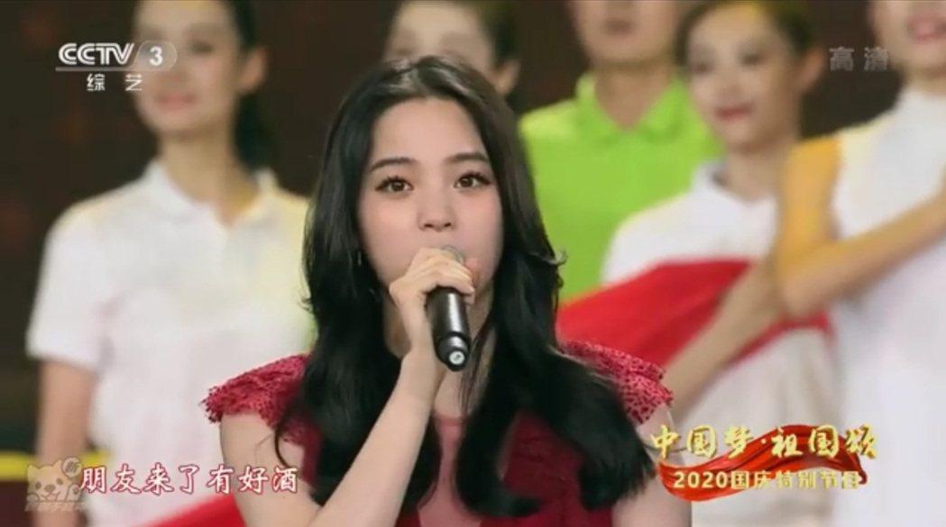 歐陽娜娜登中國大陸央視演唱「我的祖國」引起爭議。圖/擷自微博