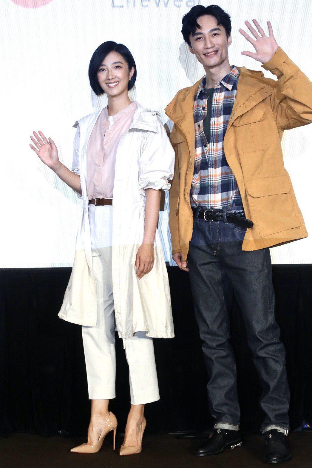 桂綸鎂(左)和李英宏一起為UNIQLO來台10周年活動站台。記者林俊良 /攝影