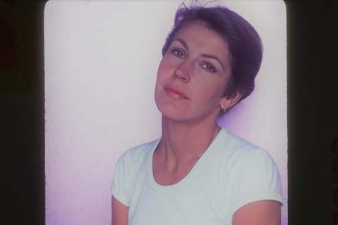 澳洲歌手海倫芮迪(Helen Reddy)的家屬今天證實,以女權主義經典名曲「我是女人」(I Am Woman)走紅的她昨天下午在洛杉磯與世長辭,享壽78歲。海倫芮迪的孩子在臉書(Facebook)...