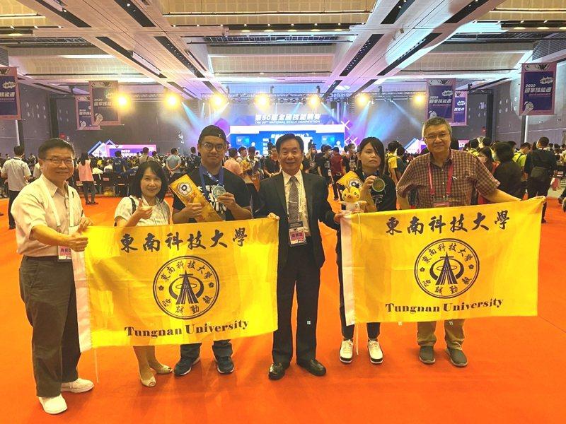 東南科技大學在第50屆全國技能競賽現亮眼,獲得2面金牌和1個第四名。 圖/大新店有線電視提供
