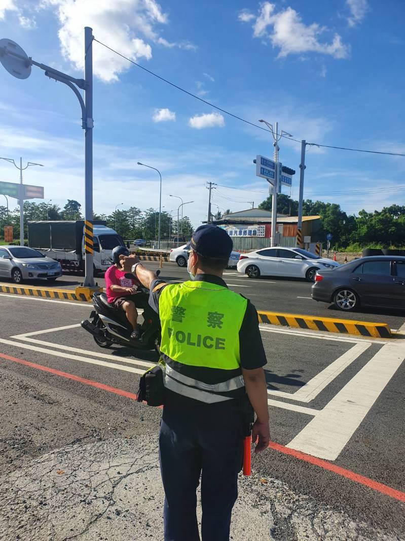 因應秋節車流,台南市新營警分局在轄區熱門景點路口將安排警力進駐,籲請用路人遵守。圖/警方提供