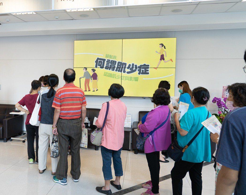 台中市長安醫院免費為民眾檢測有無「肌少症」,兩周以來,受檢的百餘民眾有逾3成有肌...