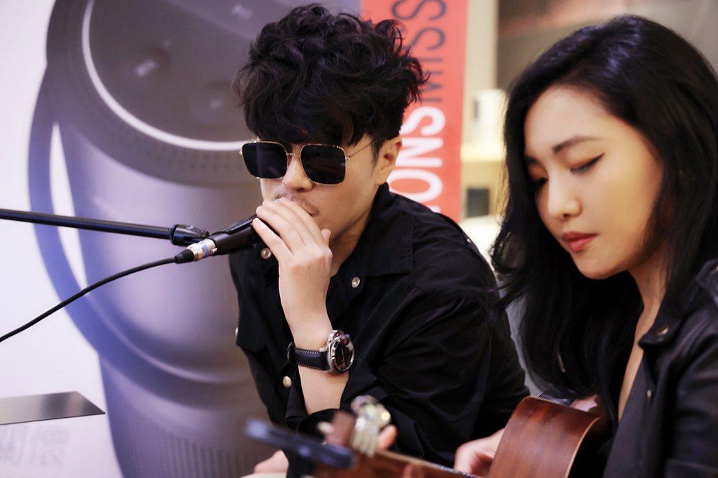 范景翔(左)與鄭雙雙聯手舉辦「中秋臺北慢生活@LOVE療癒音樂會」。圖/范禾文化