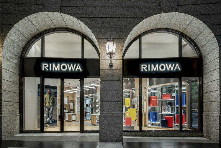 台北全新的RIMOWA專門店,就座落於Bellavita的一樓,佔地約21坪。圖...