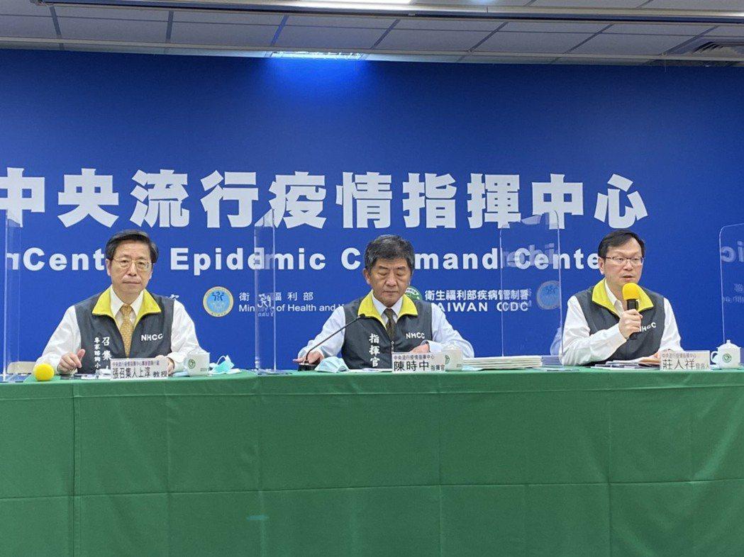 中央流行疫情指揮中心9月30日1400記者會出席名單由左至右中央流行疫情指揮中心...
