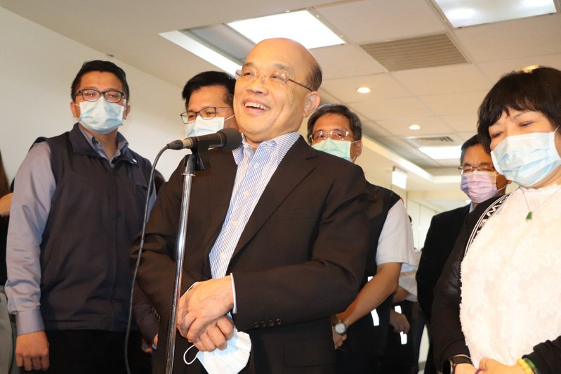 行政院長蘇貞昌(中)今視察高公局交控中心。記者吳亮賢/攝影