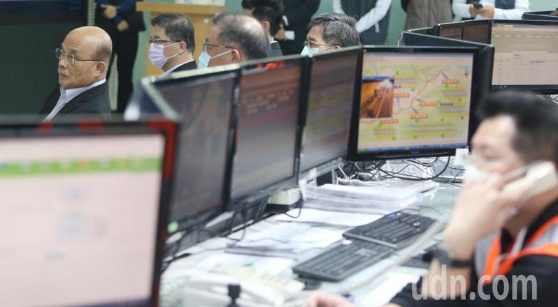 行政院長蘇貞昌在中秋連假前夕視察高公局行控中心。記者侯永全/攝影