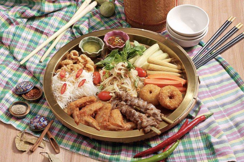可以一次吃到多道招牌菜的「伊善大拼盤」,每份580元。圖/頌丹樂提供